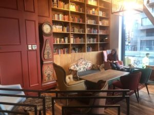 Caffe Nero Torsplan- interior next to bookcase